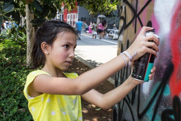 Cellograffiti: FamilyArt Br. Crew realiza intervenção artística na Avenida Paulista