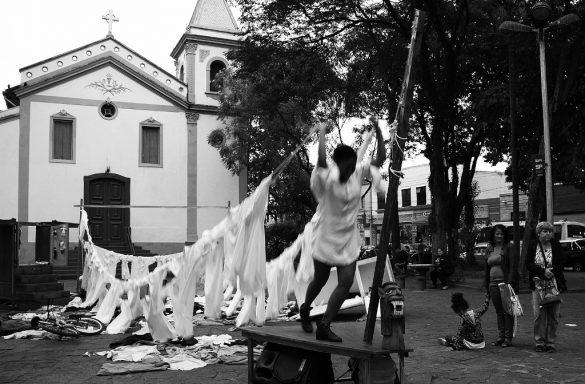 """A Companhia Do Miolo apresenta o espetáculo teatral de rua """"Luzeiros"""""""