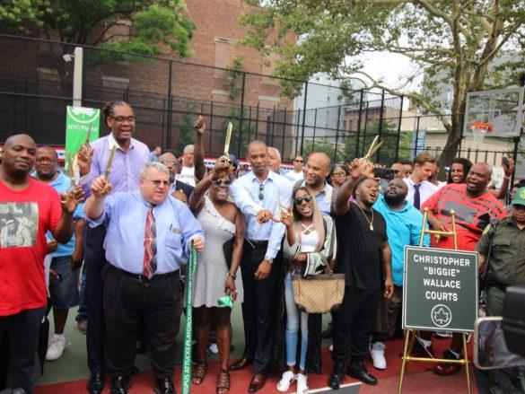 Notorious B.I.G. é homenageado com nome de quadra de basquete no Brooklyn