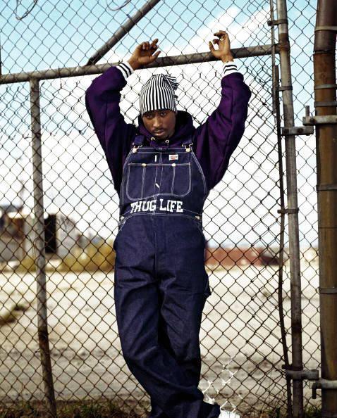 Em 1993, Tupac se reuniu com Dorothy Low em um icônico ensaio fotográfico